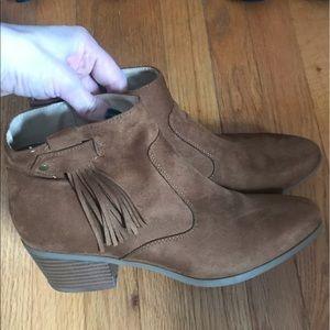 Tan ankle boots fringe.